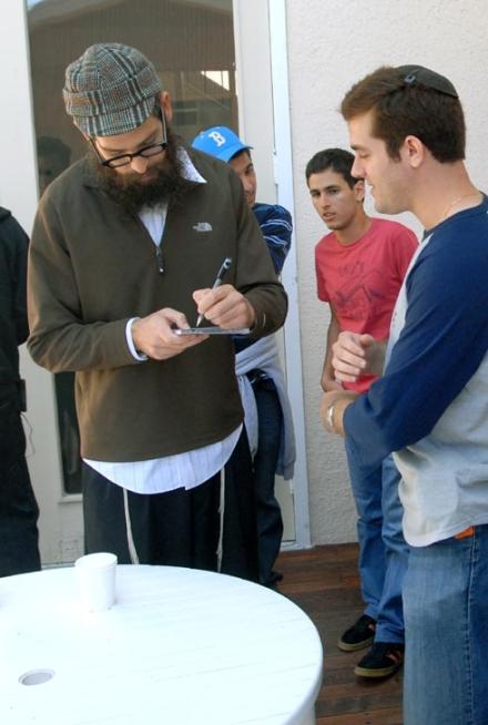 Matisyahu Signing CD Oyster