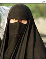 _38690167_saudi_women_ap150.jpg